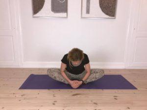 Yogaøvelse mod stive hofter 2