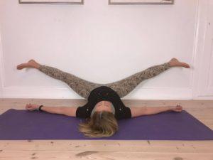 Yogaøvelse mod stive hofter 6