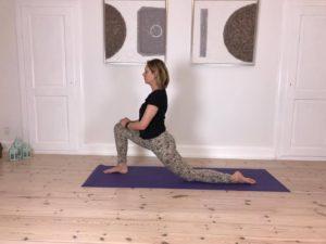 Yogaøvelse mod stive hofter 1