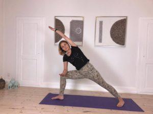 Yogaøvelse mod stive hofter 3