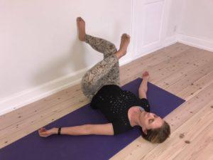 Yogaøvelse mod stive hofter 4