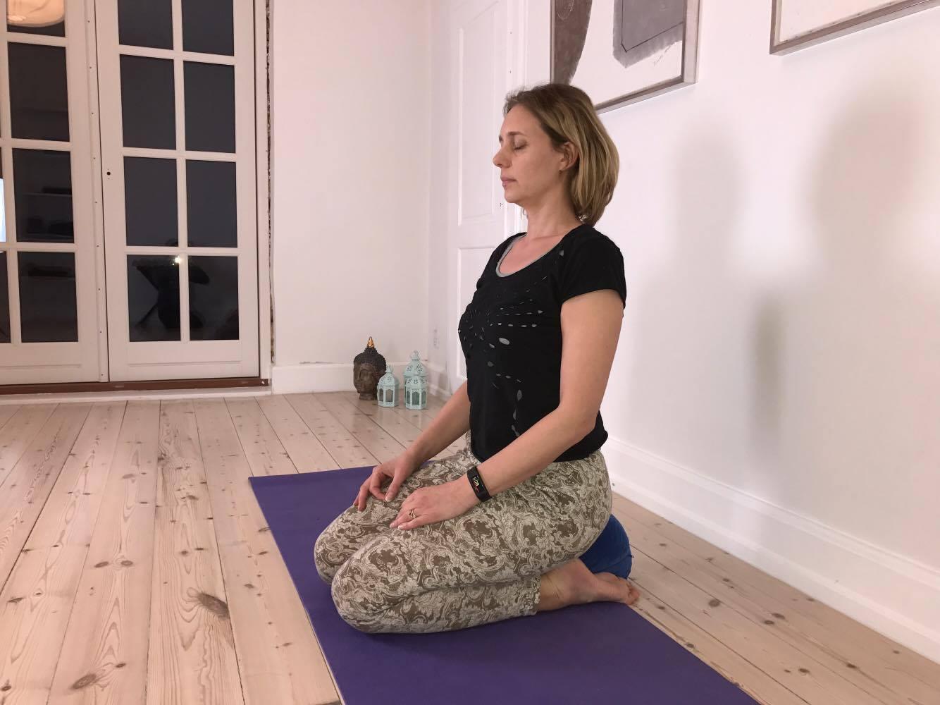 Yogaøvelser Mod Stive Hofter – 5 Yogastillinger Der Løsner Dine Hofter.