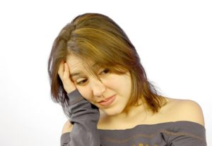 Kvinde er træt og ukoncentreret på grund af søvnløshed