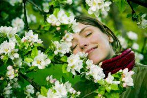 kvinde glad efter god søvn